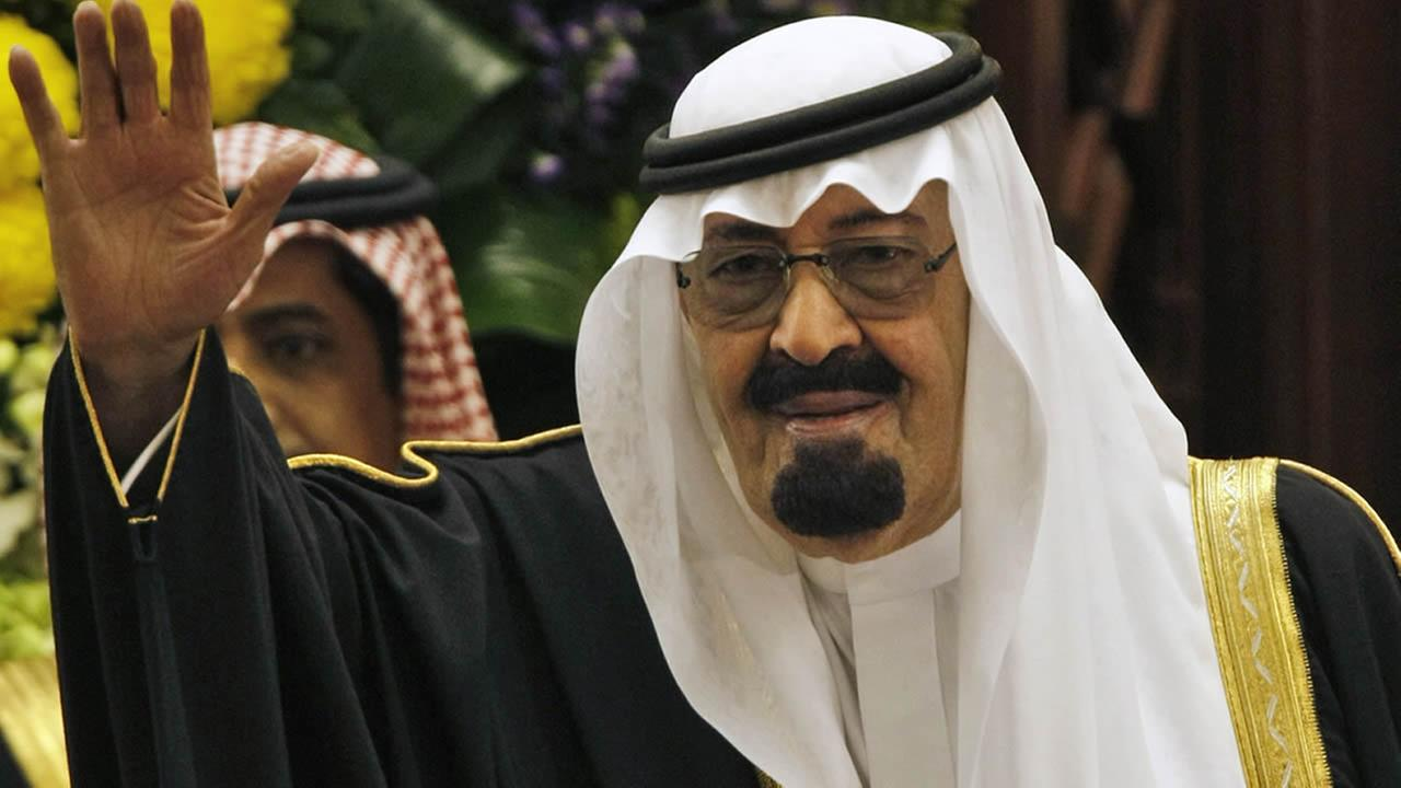 King Abdullah bin Abdul Aziz al-Saud of Saudi Arabia, waves to members of the Saudi Shura consultative council in Riyadh, Saudi Arabia, Tuesday, March 24, 2009. (AP Photo/Hassan Ammar)