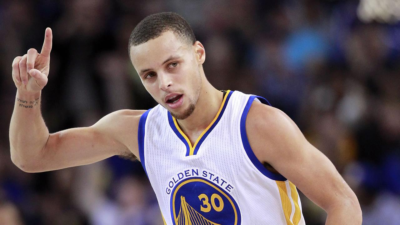 Golden State Warriors Stephen Curry celebrates after scoring against the Sacramento Kings during the first half of an NBA basketball game Monday, Dec. 22, 2014, in Oakland, Calif.
