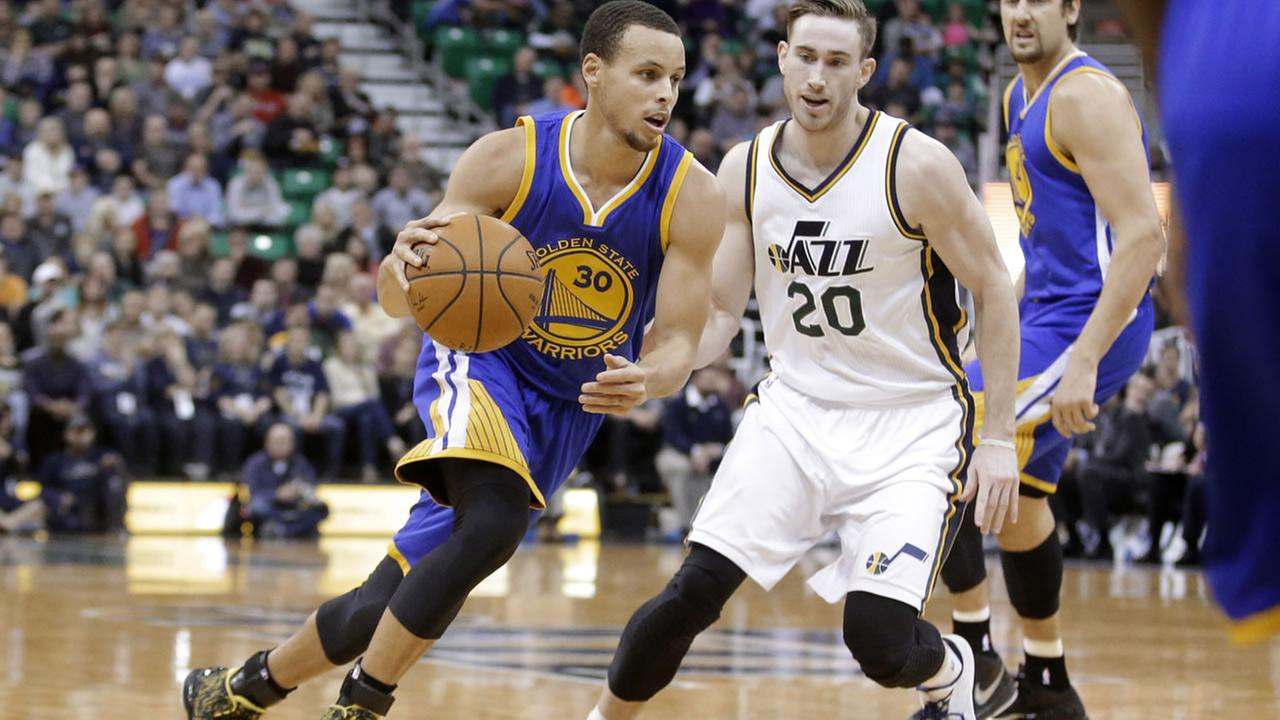 Golden State Warriors guard Stephen Curry (30) drives around Utah Jazz forward Gordon Hayward (20) during the second quarter during an NBA basketball game Friday, Jan. 30, 2015.