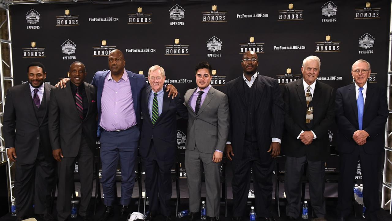 Pro football hall of fame class of 2015 pose at the Phoenix Convention Center Symphony Hall .(Photo by Jordan Strauss/Invision for NFL/AP Images)