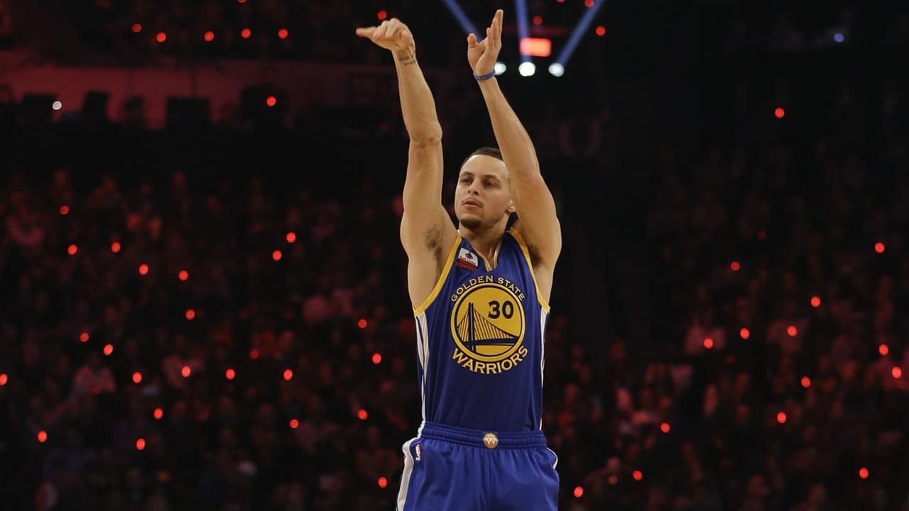 Warriors Stephen Curry competes during the NBA All-Star Saturday 3-point basketball contest Saturday, Feb. 14, 2015, in New York. (AP Photo/Frank Franklin II)