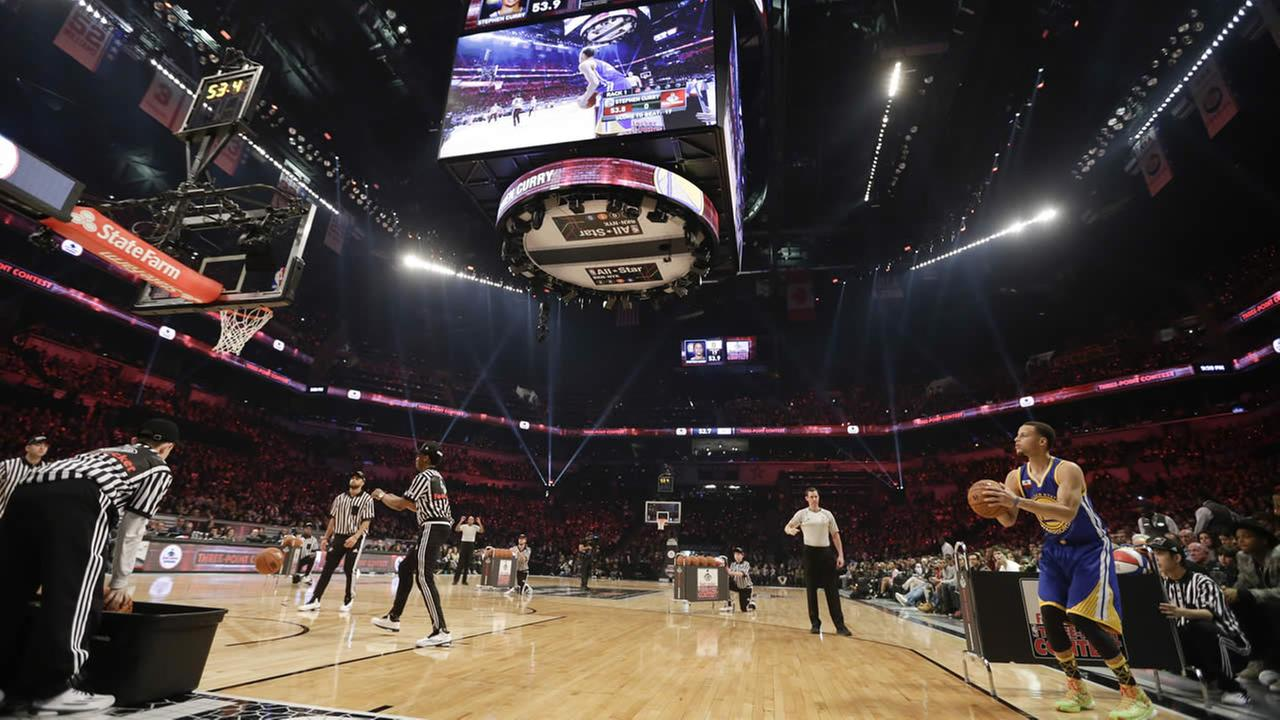 Warriors Stephen Curry, right, competes during the NBA All-Star Saturday 3-point basketball contest Saturday, Feb. 14, 2015, in New York. (AP Photo)