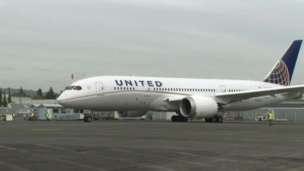 United Airlines is warning its pilots after mistakes in the cockpit across the industry put passenger planes in potential danger.