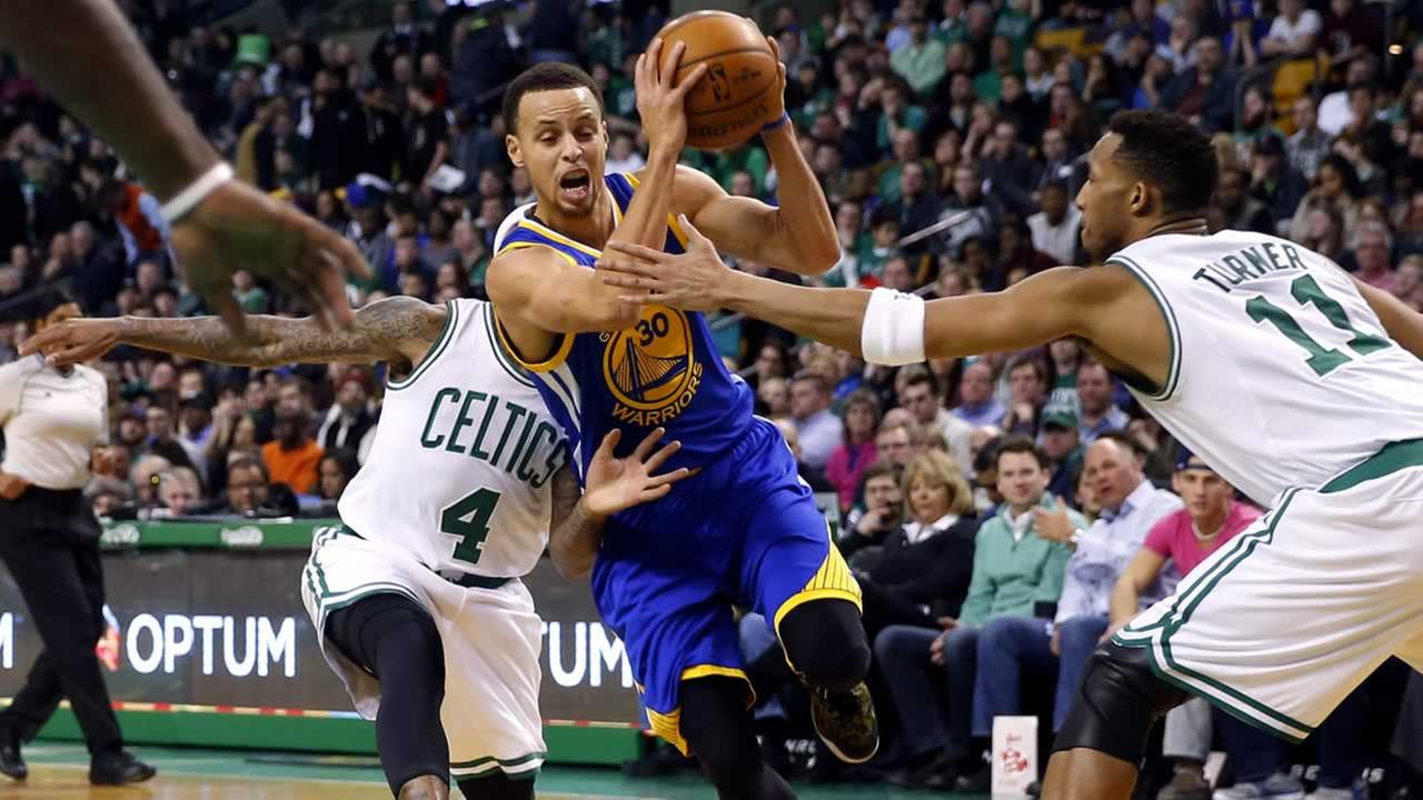 Golden State Warriors Stephen Curry (30) tries to get between Boston Celtics Evan Turner (11) and Isaiah Thomas (4) during the second quarter in Boston, Sunday, March 1, 2015.