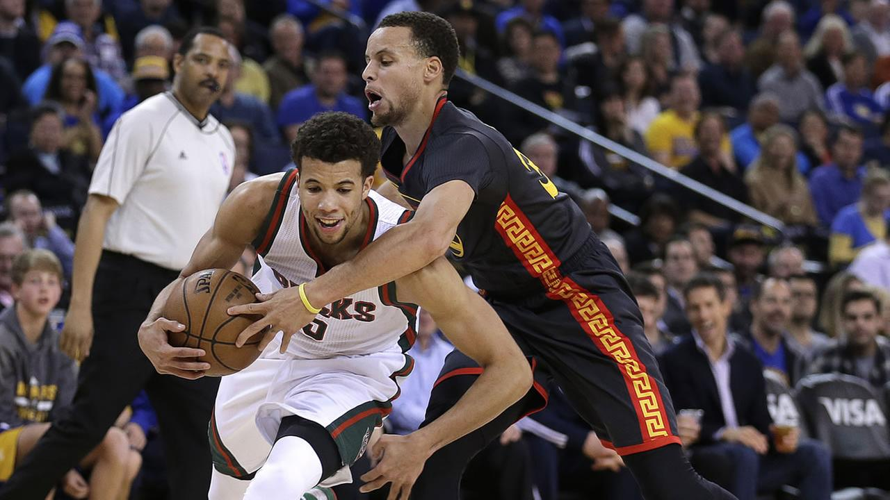 Golden State Warriors Stephen Curry fouls Milwaukee Bucks Michael Carter-Williams