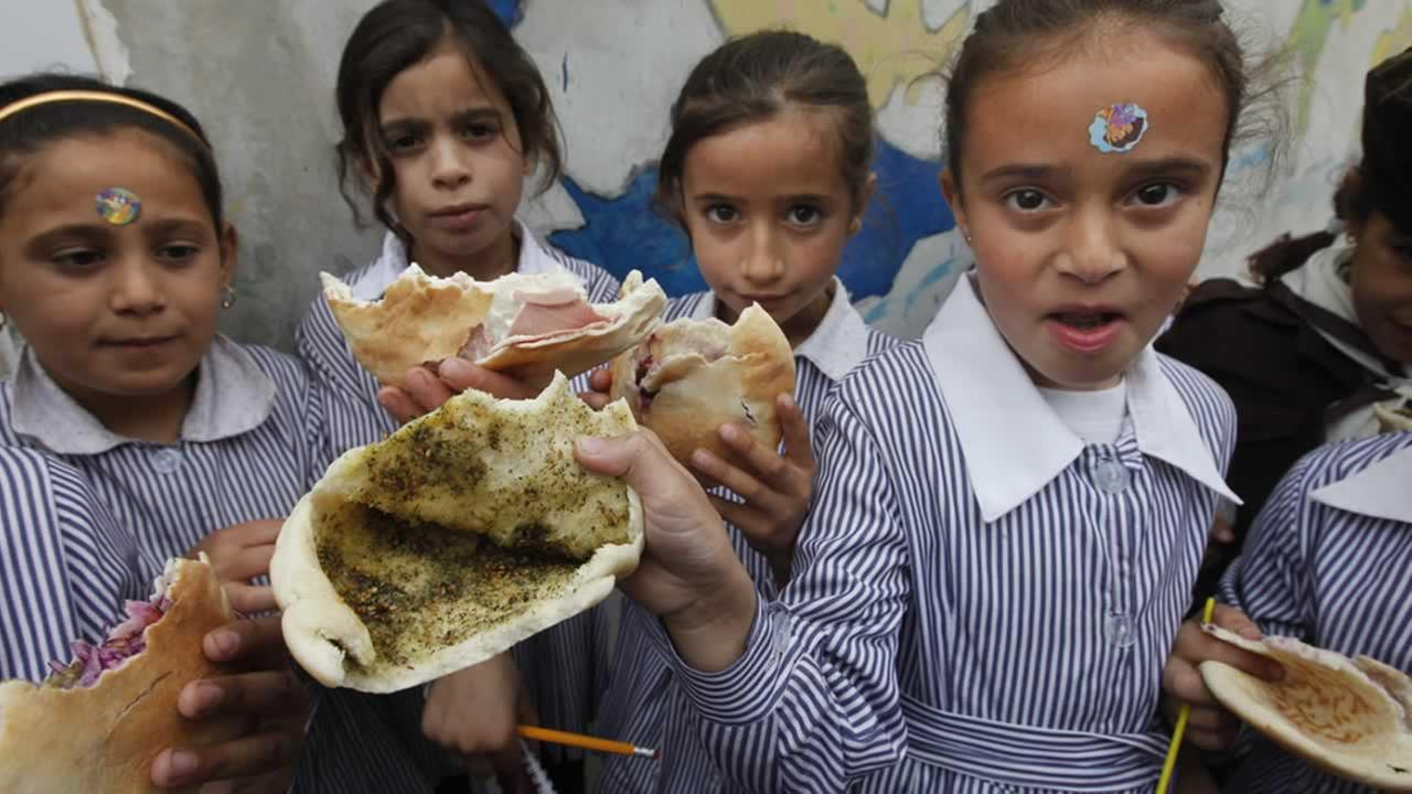 Palestinian children in the West Bank usually eat during recess in the schoolyard, as there are no dining rooms in schools. <span class=meta>(AP Photo&#47;Majdi Mohammed)</span>