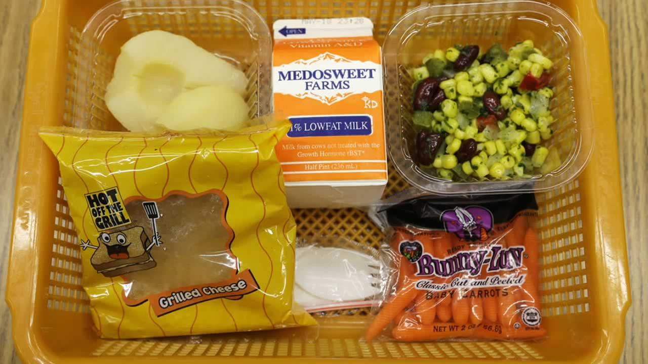 At Mirror Lake Elementary, about 20 miles south of Seattle, students ate grilled cheese sandwiches, corn salad, fresh carrots, apple sauce and low-fat milk on Monday. AP Photo/Ted S. Warren