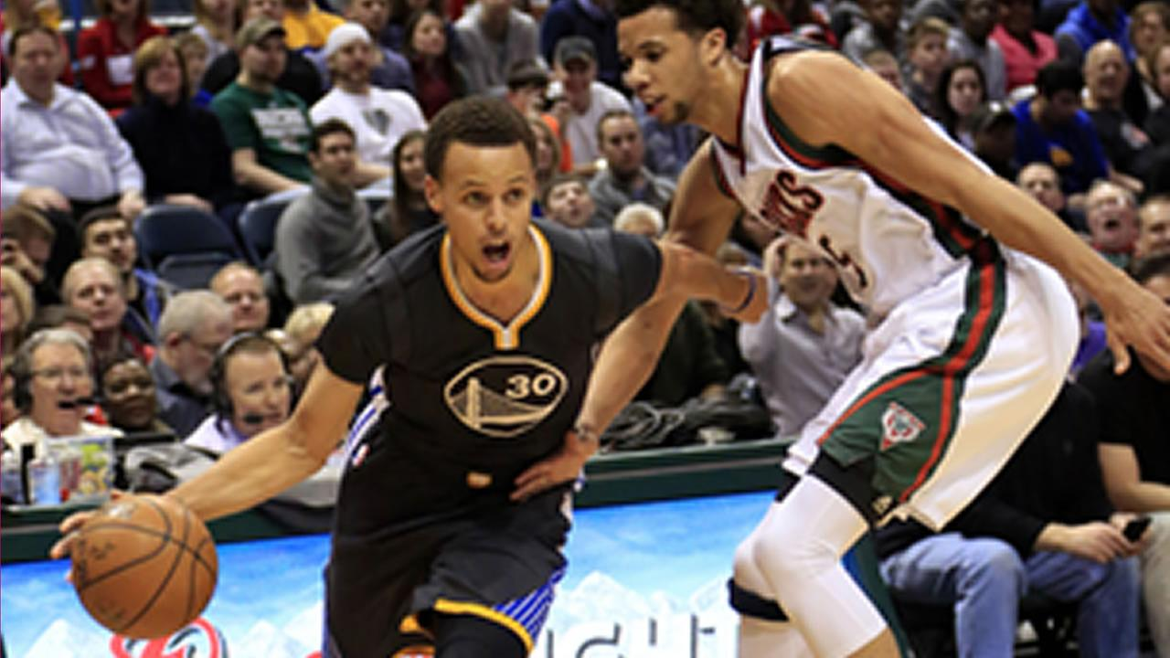 Golden State Warriors guard Stephen Curry drives to the basket against Milwaukee Bucks Saturday, March 28, 2015 in Milwaukee. (AP Photo/Darren Hauck)