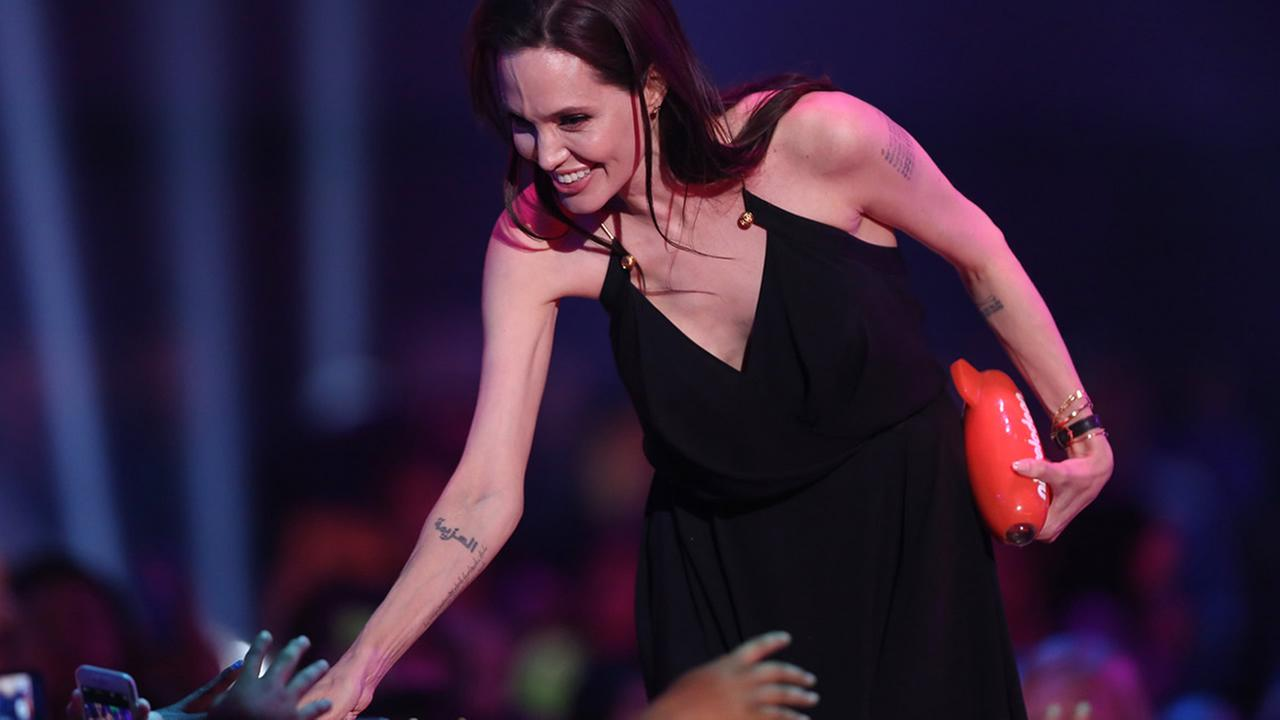 Angelina Jolie accepts the award for favorite villain for Maleficent at Nickelodeons 28th annual Kids Choice Awards at The Forum on March 28, 2015, in Inglewood, Calif. (Photo by Matt Sayles/Invision/AP)