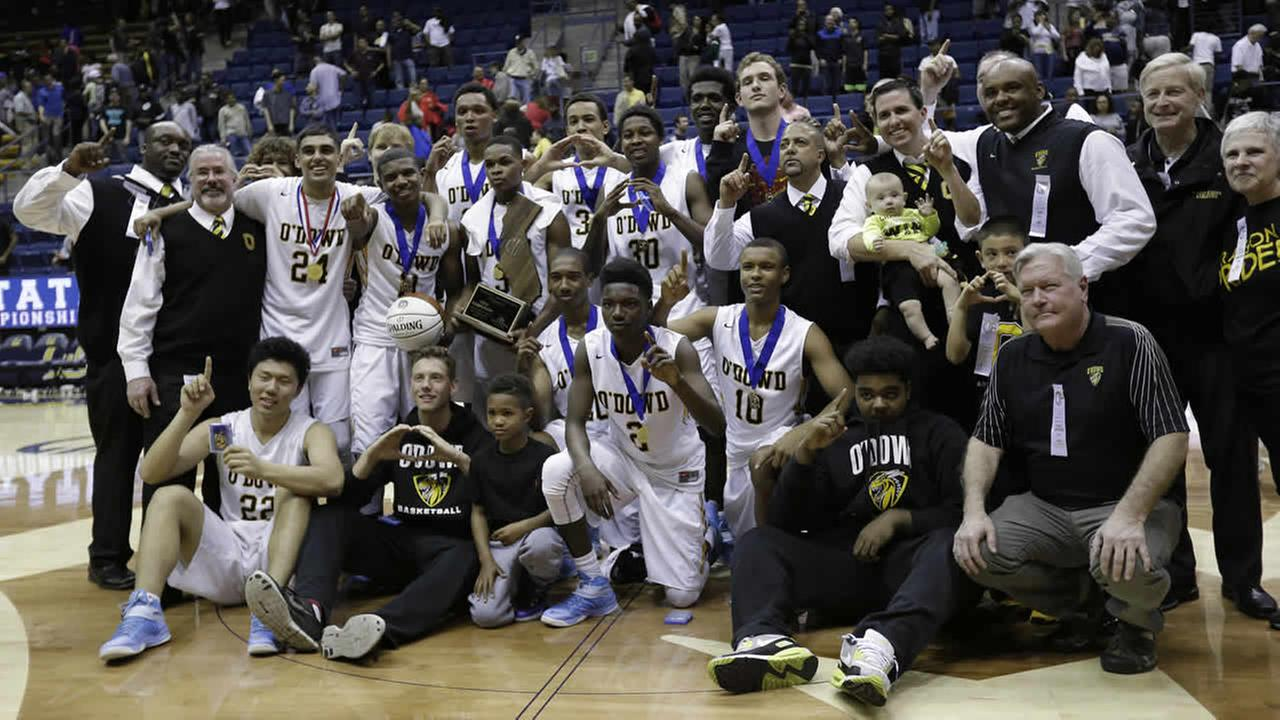 Bishop ODowd players and coaches pose with the trophy after a win over Mater Dei in the boys Open Division CIF basketball championship game March 28, 2015, in Berkeley, Calif. (AP Photo/Marcio Jose Sanchez)