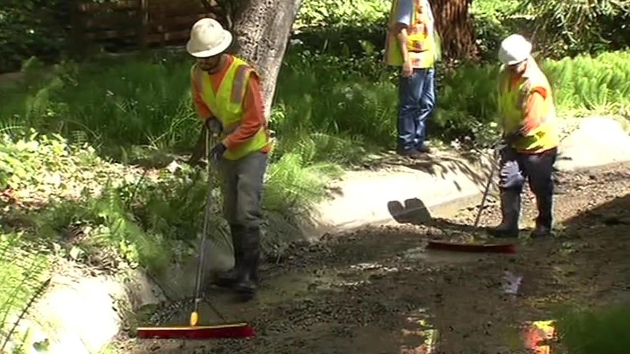crews clean up Glen Echo Creek