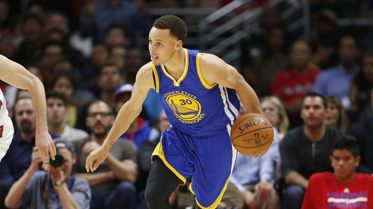Golden State Warriors Stephen Curry dribbles against the Los Angeles Clippers during the second half of an NBA basketball game, Tuesday, March 31, 2015.