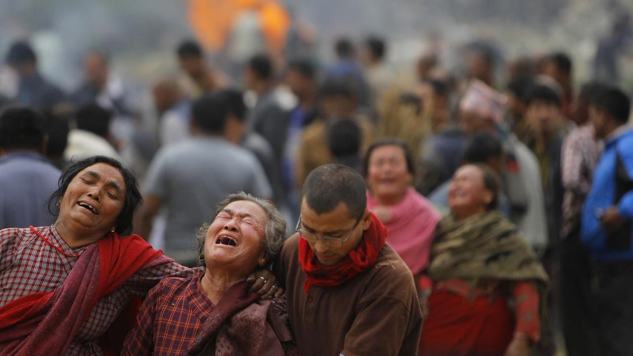 Family members break down during the cremation of earthquake victims in Bhaktapur near Kathmandu, Nepal, Sunday, April 26, 2015.  (AP Photo/Niranjan Shrestha)