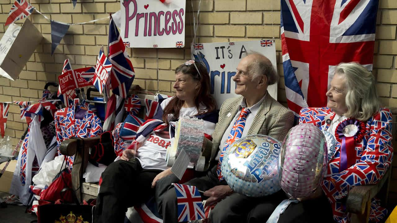 Royal fans wait for Kate Duchess of Cambridge to go into the Lindo wing at St Marys Hospital to give birth to her second child in London, Friday, April 24, 2015. (AP Photo)