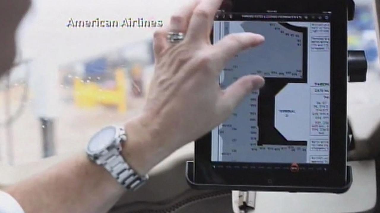 American Airlines pilot uses an iPad