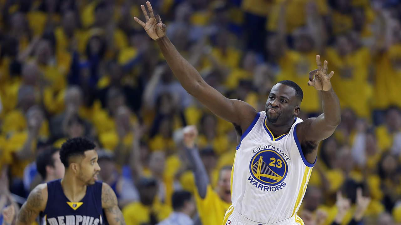 Golden State Warriors forward Draymond Green celebrates in front of Memphis Grizzlies guard Courtney Lee during a second-round NBA playoff basketball series in Oakland, Calif., May 3, 2015. (AP Photo/Marcio Jose Sanchez)