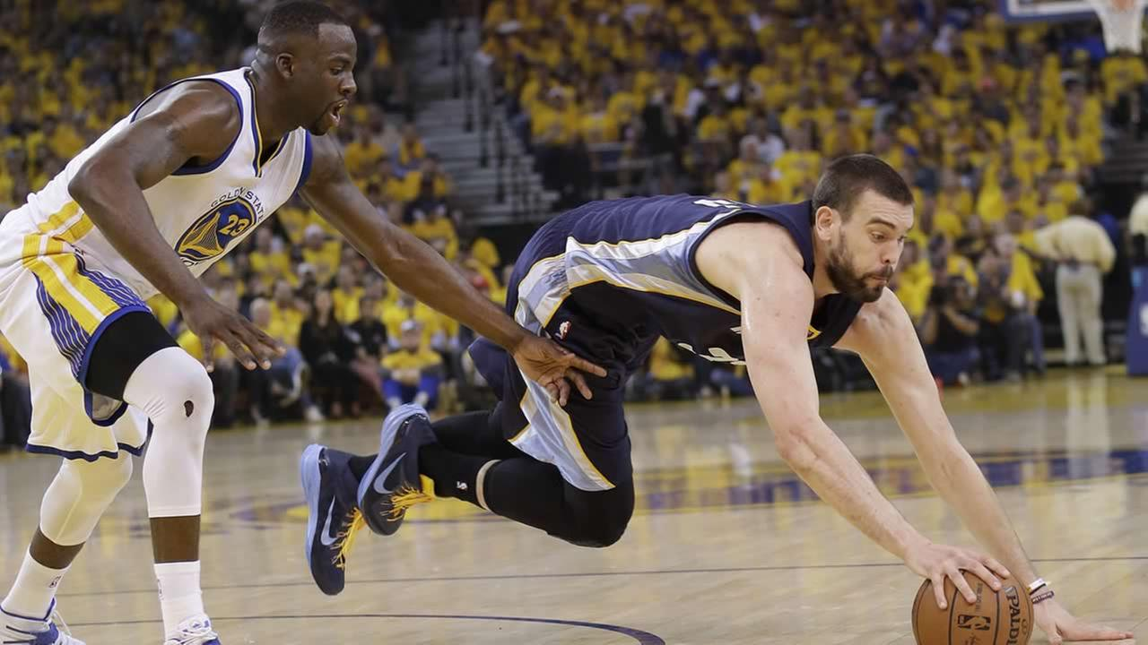 Grizzlies center Marc Gasol dives for a loose ball in front of Warriors forward Draymond Green during a second-round NBA playoff series in Oakland, Calif., May 3, 2015. (AP Photo/Marcio Jose Sanchez)AP Photo/Marcio Jose Sanchez)