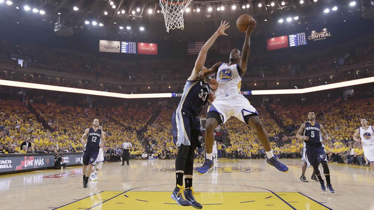 Golden State Warriors forward Harrison Barnes shoots against Memphis Grizzlies center Marc Gasol during a second-round NBA playoff series in Oakland, Calif., May 3, 2015. (AP Photo/Marcio Jose Sanchez)