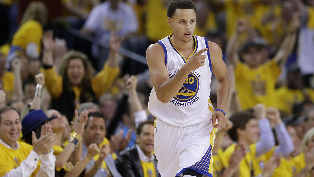 Warriors Curry reacts after scoring against the Grizzlies during Game 1 in a second-round NBA playoff basketball series in Oakland, Calif. on May 3, 2015. (AP Photo)