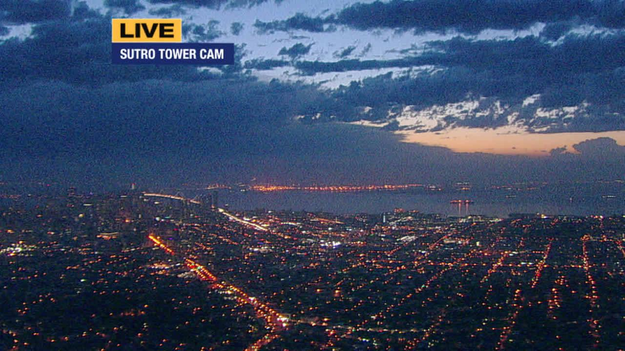 The start of a sunrise is seen from ABC7 News Sutro Tower camera in San Francisco on May 7, 2015.KGO-TV