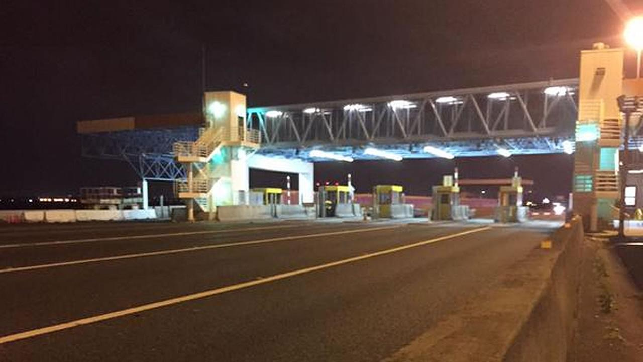 San Mateo-Hayward Bridge toll booth