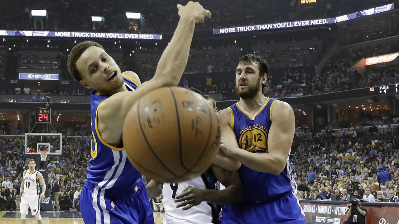 Warriors Stephen Curry loses the ball out of bounds against the Grizzlies in Game 3 of the NBA basketball Western Conference playoffs on May 9, 2015 in Memphis, Tenn. (AP Photo)