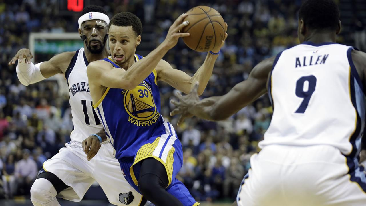 Golden State Warriors guard Stephen Curry (30) moves the ball between Memphis Grizzlies guard Mike Conley (11) in the first half of Game 4 of a NBA basketball Western Conference.AP Photo/Mark Humphrey