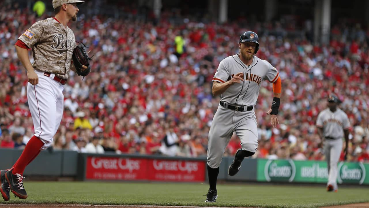 Giants Hunter Pence scores on a hit by Brandon Crawford off Cincinnati Reds starting pitcher Mike Leake during a baseball game on May 16, 2015 in Cincinnati. (AP Photo)