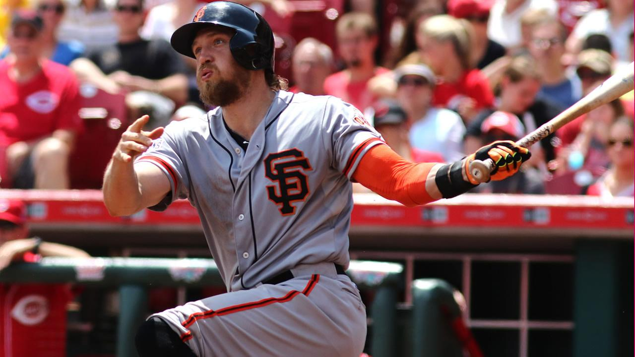 San Francisco Giants Hunter Pence hits a two run home run against the Cincinnati Reds in the third inning of a baseball game in Cincinnati, Sunday, May 17, 2015. (AP Photo)