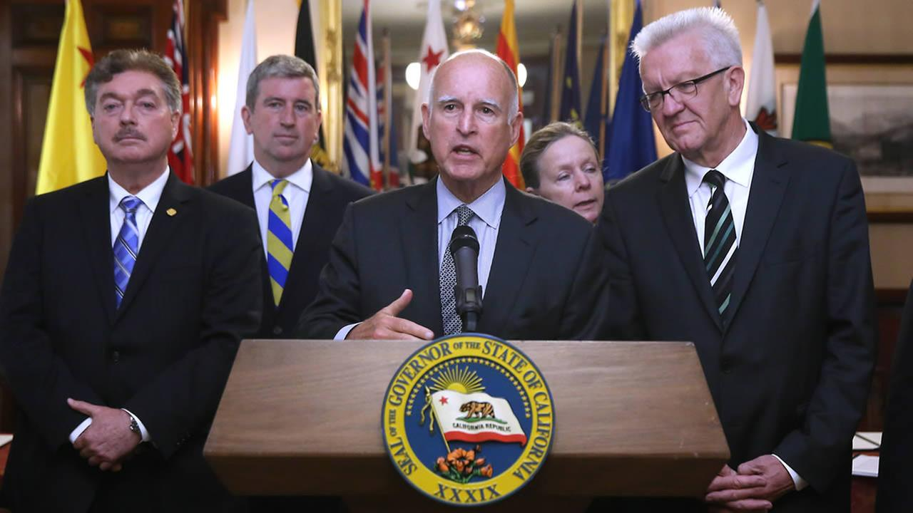Gov. Brown discusses the non-binding climate change agreement he is about to sign with international leaders during a  ceremony in Sacramento, Calif. On May 19, 2015. (AP Photo)
