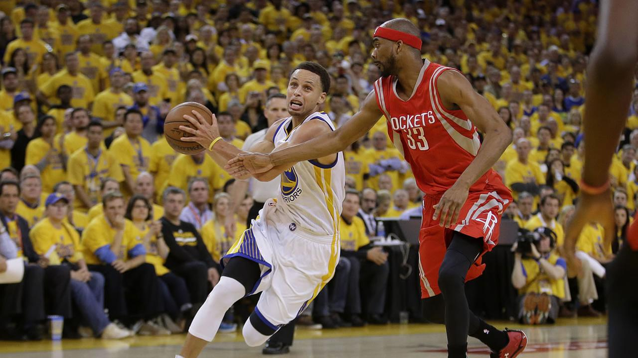 Golden State Warriors guard Stephen Curry (30) drives against Houston Rockets guard Corey Brewer (33) during the second half of Game 2 of Western Conference finals.