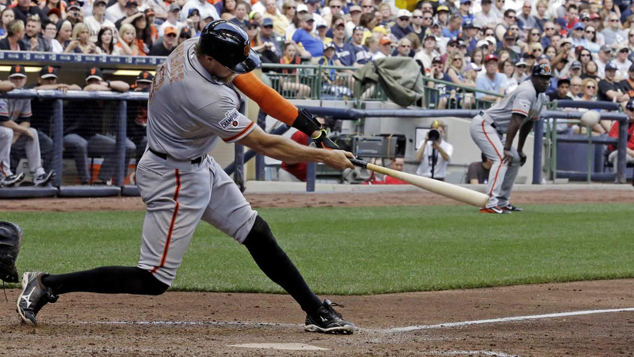 San Francisco Giants Hunter Pence hits a two-run double during the sixth inning of a baseball game against the Milwaukee Brewers, Monday, May 25, 2015, in Milwaukee. (AP Photo)