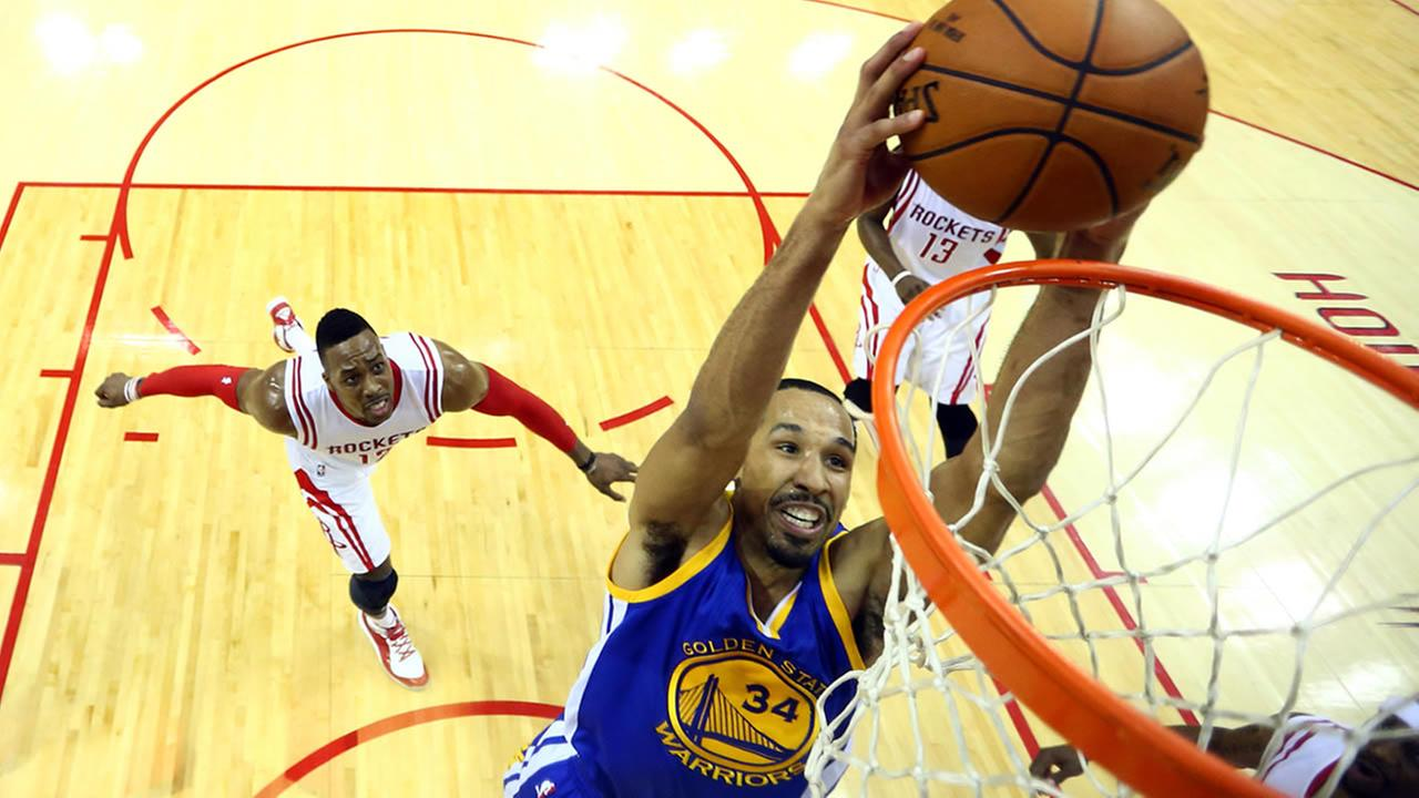 Warriors guard Shaun Livingston dunks