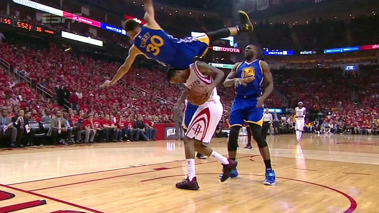 Steph Curry falls in Game 4 of Western Conference finals