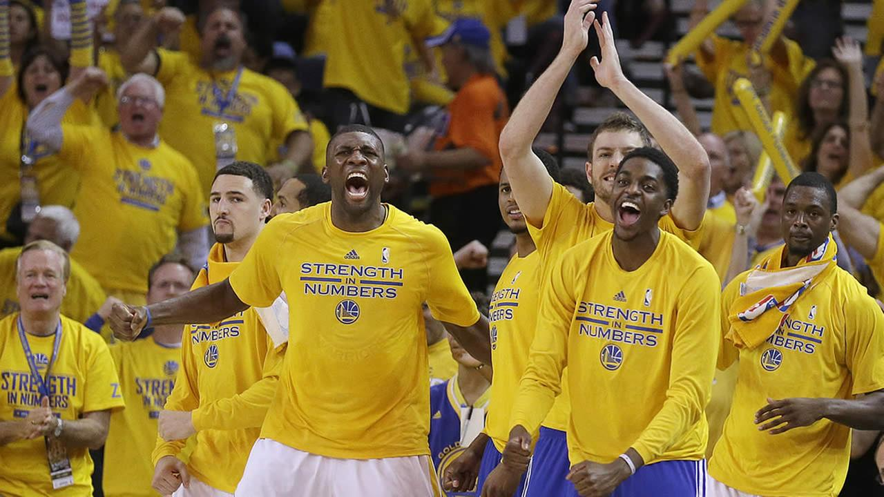 Golden State Warriors players cheer