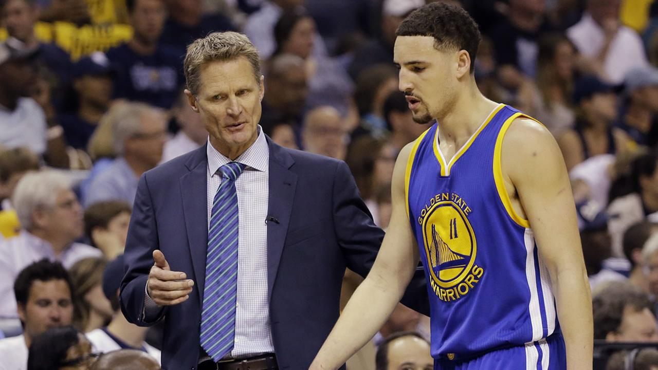 Warriors coach Steve Kerr talks to  Klay Thompson during the first half of Game 6 of the Western Conference playoff series against the Grizzlies on Friday, May 15, 2015.