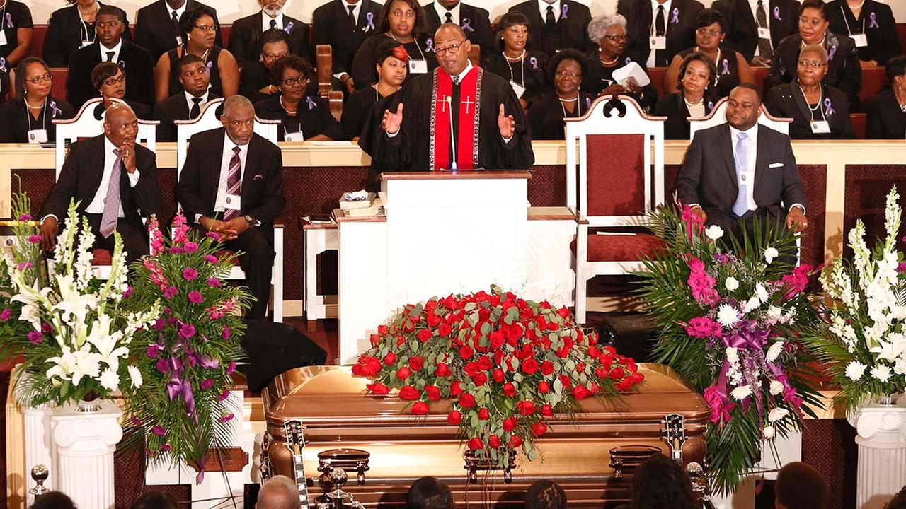 Rev. Herron Wilson delivers the eulogy during the funeral for blues legend B.B. King at Bell Grove M.B. Church in Indianola, Miss., Saturday, May 30, 2015. (AP Photo)