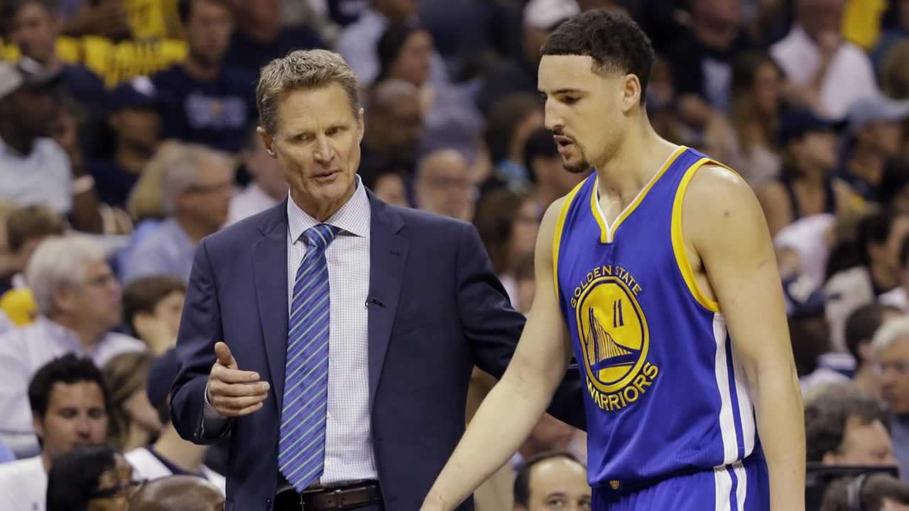 Warriors coach Steve Kerr talks to Klay Thompson during the first half of Game 6 of the Western Conference playoff series against the Memphis Grizzlies, Friday, May 15, 2015.