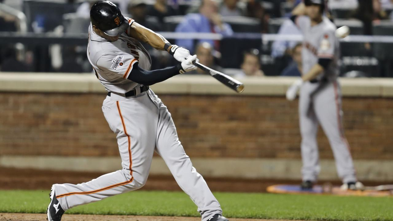 San Francisco Giants Justin Maxwell hits a home run during the sixth inning of a baseball game against the New York Mets on Wednesday, June 10, 2015, in New York.
