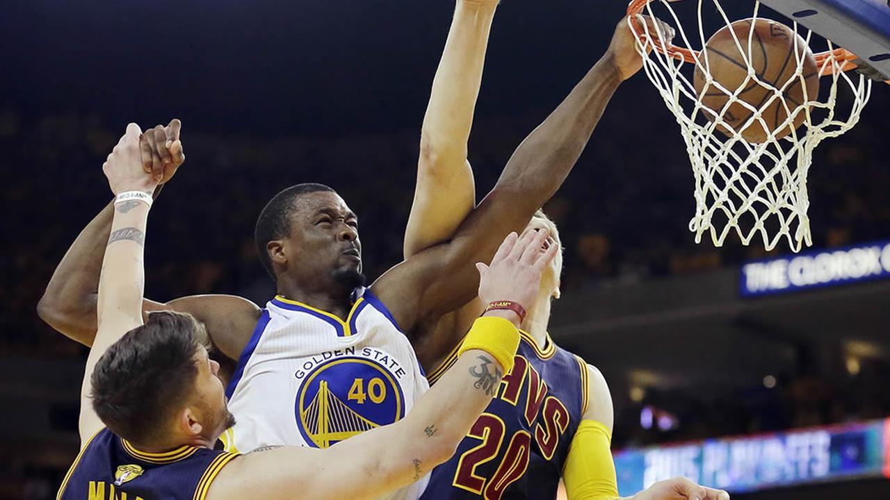 Golden State Warriors forward Harrison Barnes dunks in Game 5