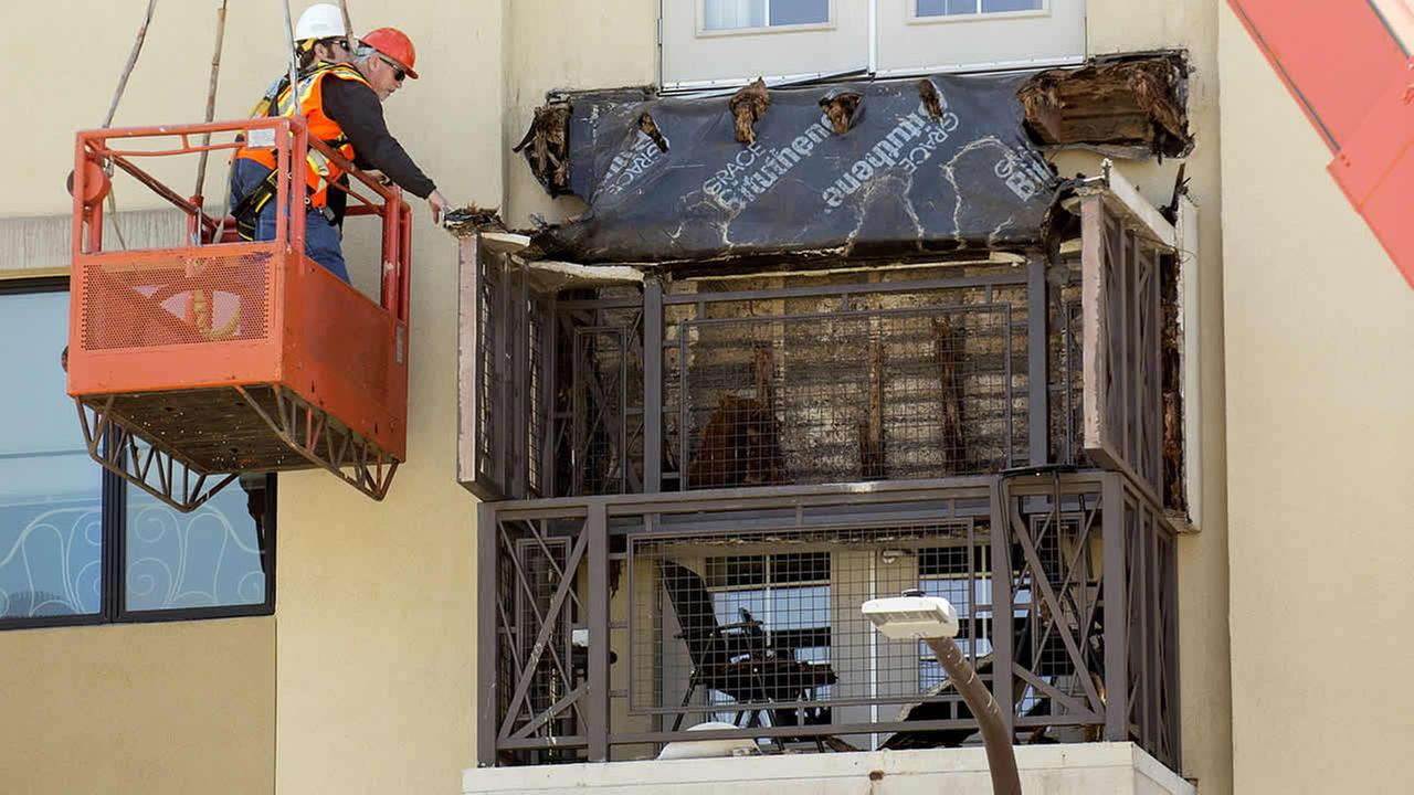 Workers examine a balcony that collapsed in Berkeley, Calif., Tuesday, June 16, 2015. (AP Photo/Noah Berger)
