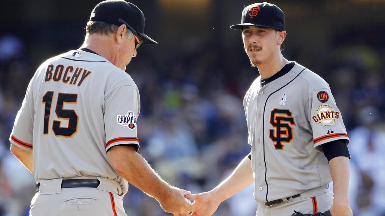 San Francisco Giants starting pitcher Tim Lincecum gives the baseball to manager Bruce Bochy after giving up five runs to the Dodgers during a game in Los Angeles, June 21, 2015. (AP Photo/Alex Gallardo)