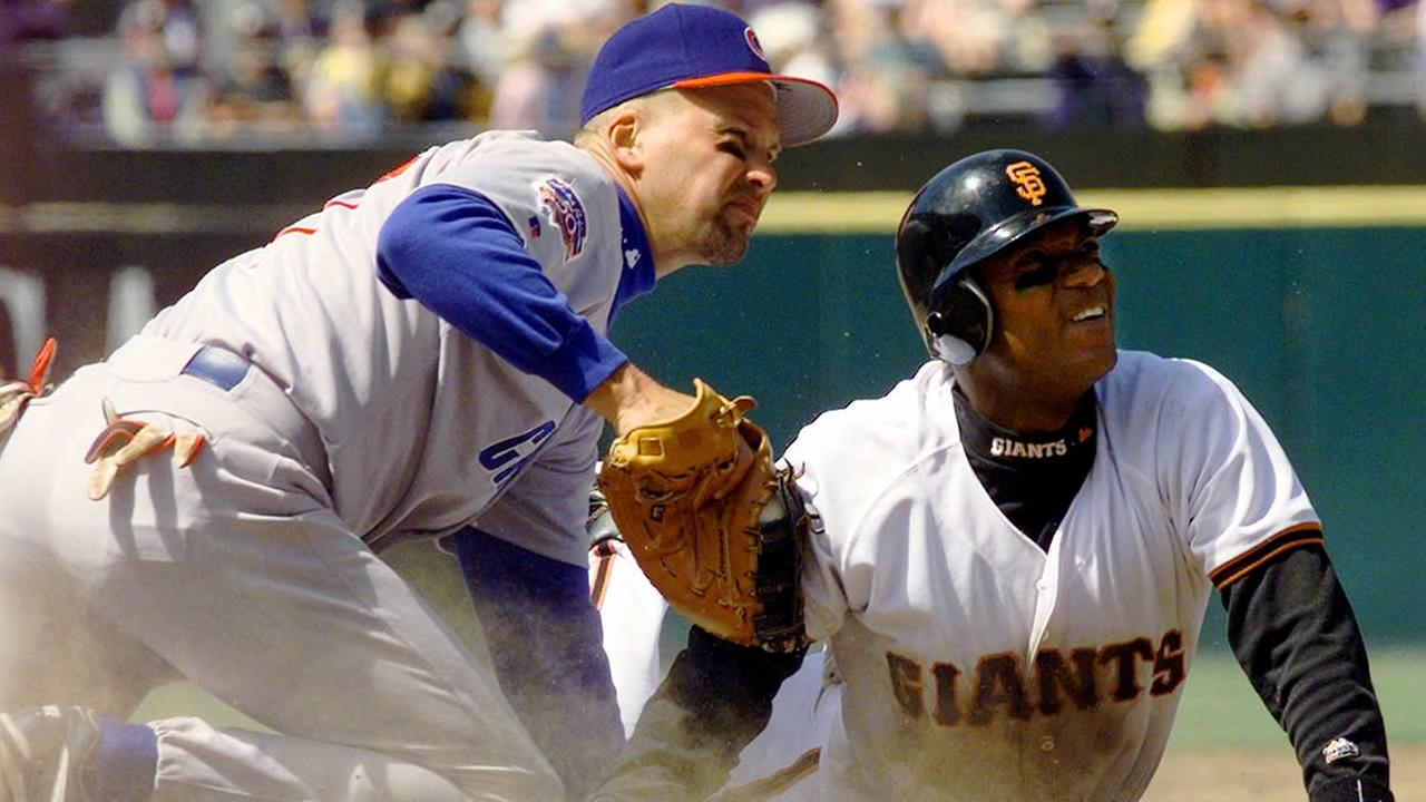 Chicago Cubs first baseman Mark Grace tags out San Francisco Giants Darryl Hamilton during a game on May 11, 1997 in San Francisco. (AP Photo/Susan Ragan)