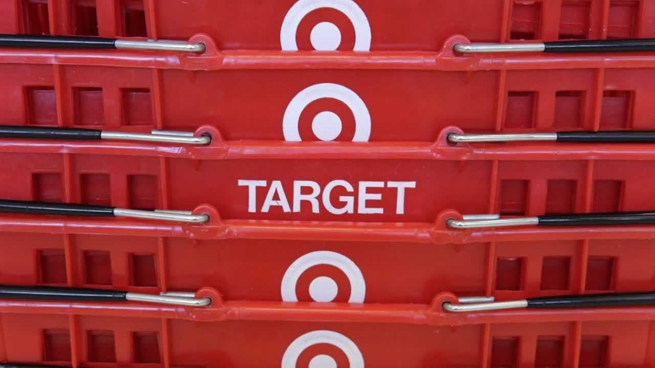 ABC7s Michael Finney has tips for anyone worried about their credit card after shopping at Target.