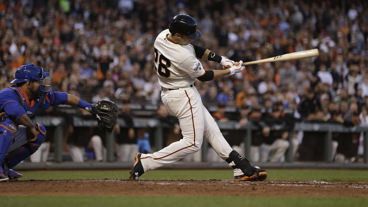 San Francisco Giants Buster Posey swings