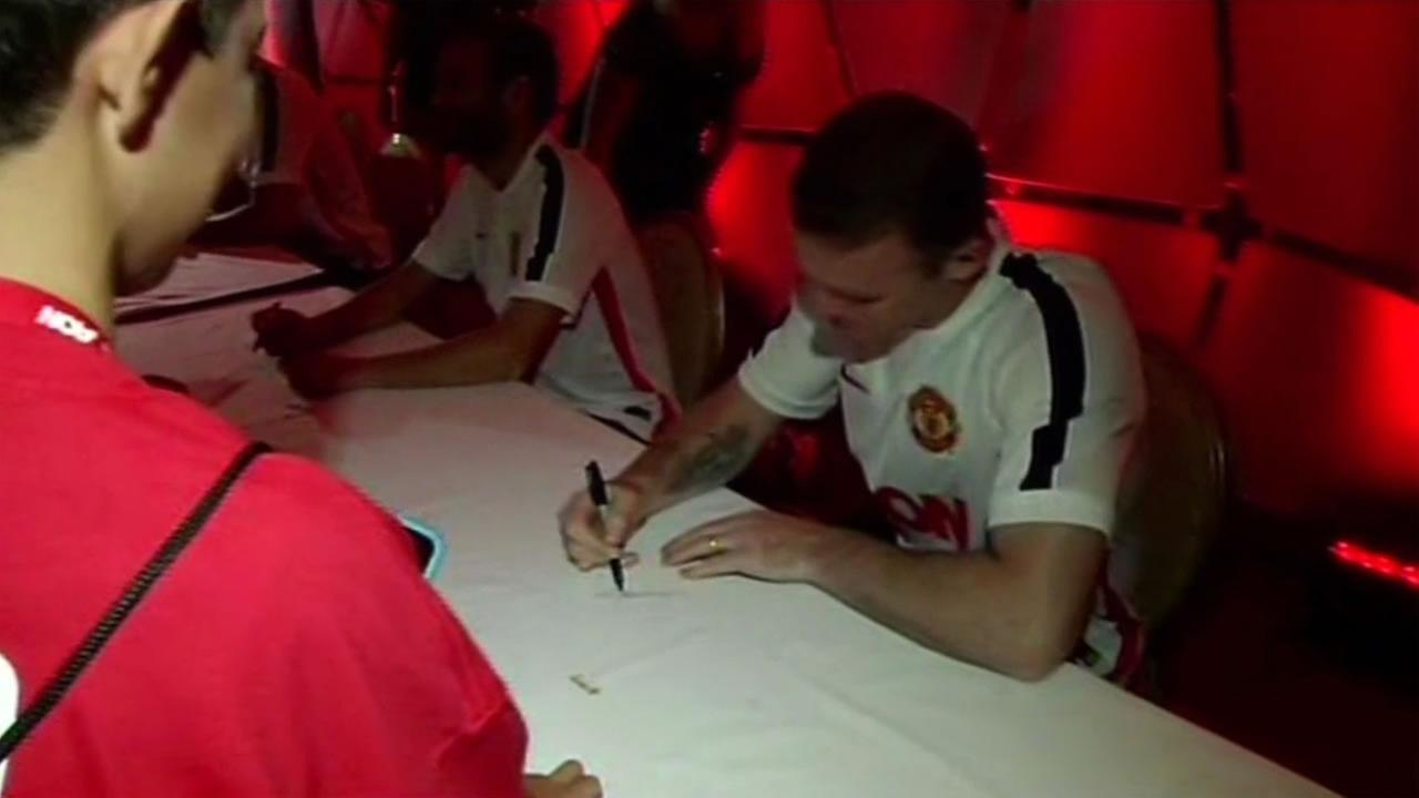 Manchester Uniteds team captain Wayne Rooney signs autographs at an Aon event in San Jose, July 22,2015.