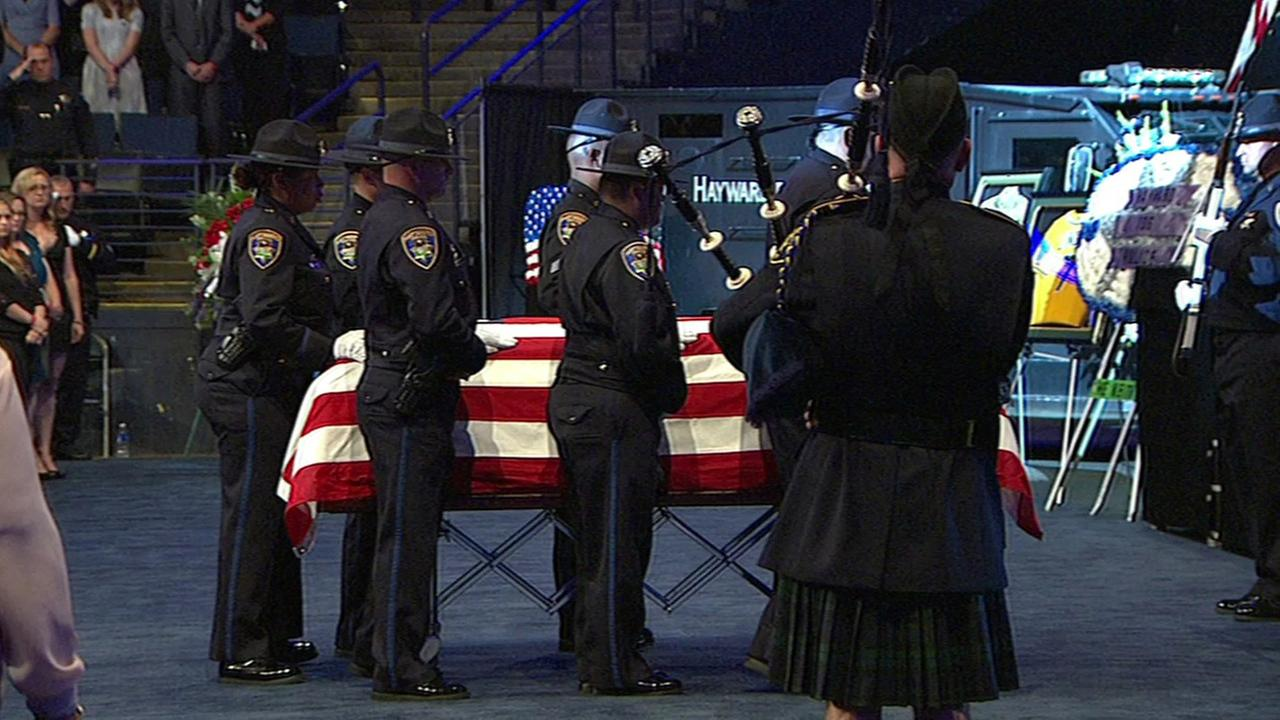 Funeral for Hayward Police Sgt. Scott Lunger at Oracle Arena, Thursday, July 30, 2015.