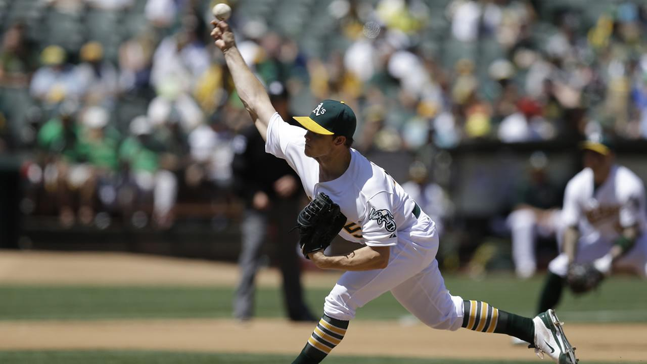 Oakland Athletics pitcher Sonny Gray works against the Cleveland Indians in the fifth inning of a baseball game Aug. 2, 2015, in Oakland, Calif. (AP Photo/Ben Margot)