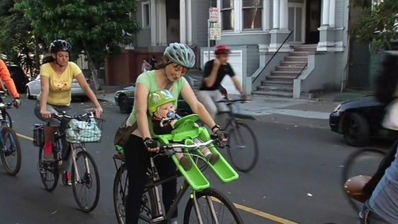 FILE: Bicyclists in San Francisco.