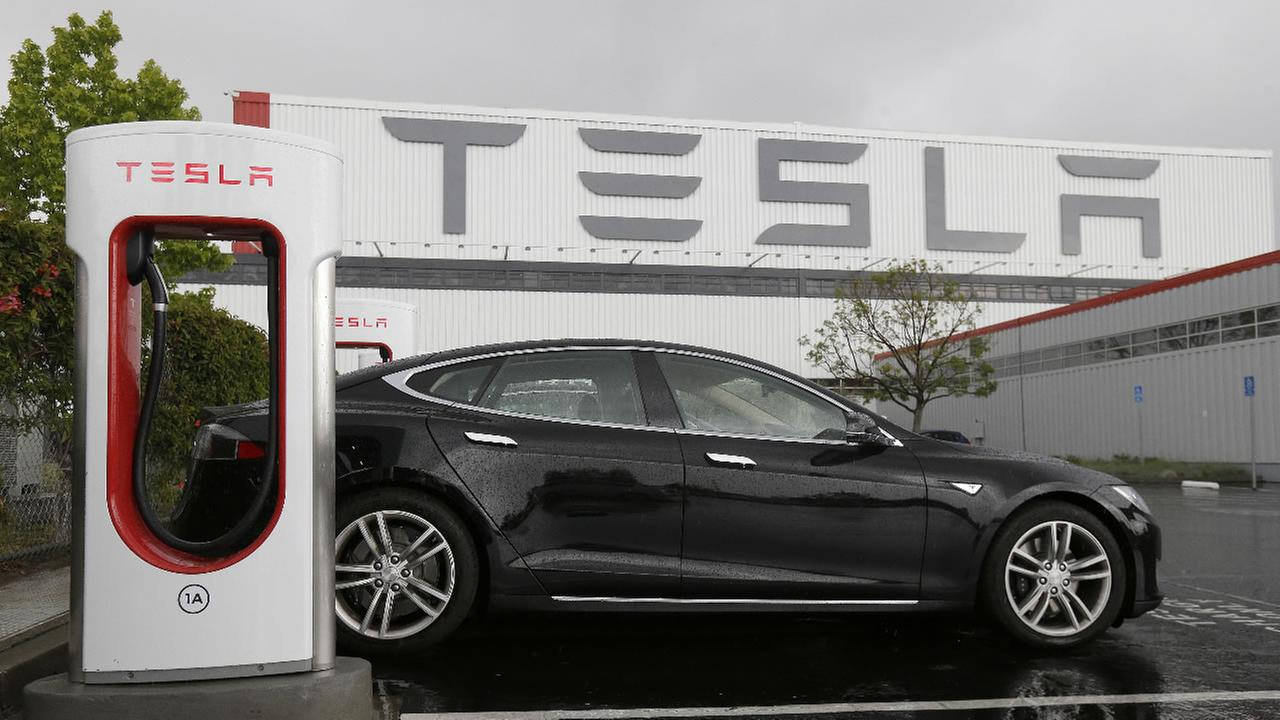 A car is parked at a Tesla charging station outside of the Tesla factory in Fremont, Calif., Thursday, May 14, 2015.
